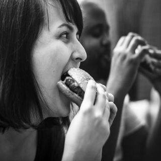 压力大就狂吃?要想减肥必须解决情绪化进食